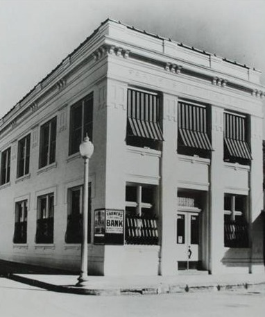 Farmer's National Bank at the corner of Main and S. Baylor street 1933